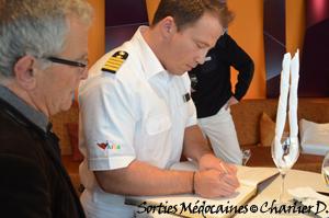 Signature du livre d'or de la ville du Verdon